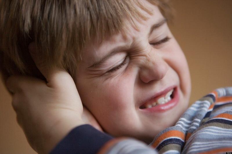 کشیدن گوش کودک